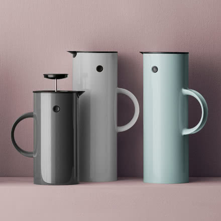 Vacuum jug and coffee / tea making facilities in different colours