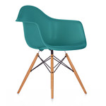 Vitra - Eames Plastic Armchair DAW (H 43 cm), yellowish maple / ocean, felt pads white (hard floor)