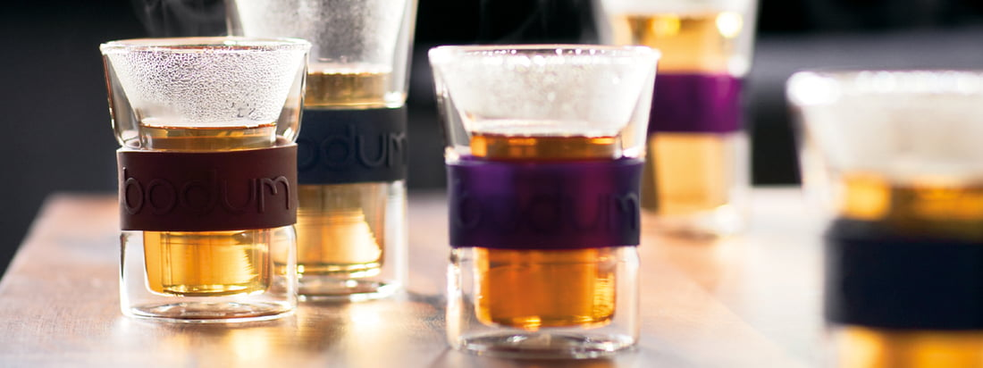 Bodum is a well-known manufacturer for kitchen products. The double-walled Assam glasses keep hot drinks warm and protect hands from burning at the glass.