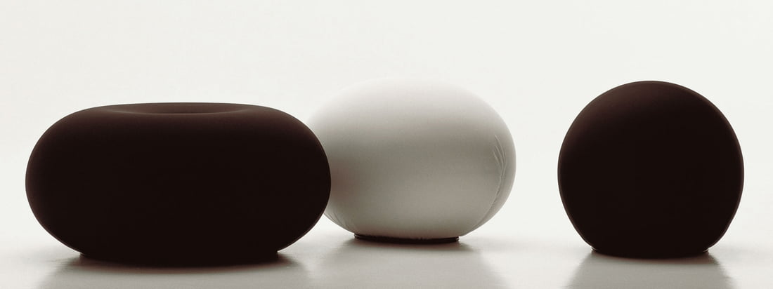 Baleri Italia is a manufacturer for furniture. Especially known is the Tato Egg Seat, an egg-shaped stool. This one is also available in the form of a ball: the Tatino Pouf.