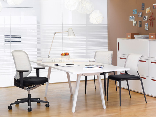 The MedaPal office swivel chair by Vitra is ideal for your workplace. The matching MedaSlim Chair is a very good addition to your office.