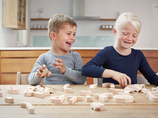 The creative cube system by Cuboro encourages creativity and imagination in children. The ball run is made of beech wood and the pieces can be combined in endless variations for long-term enjoyment.