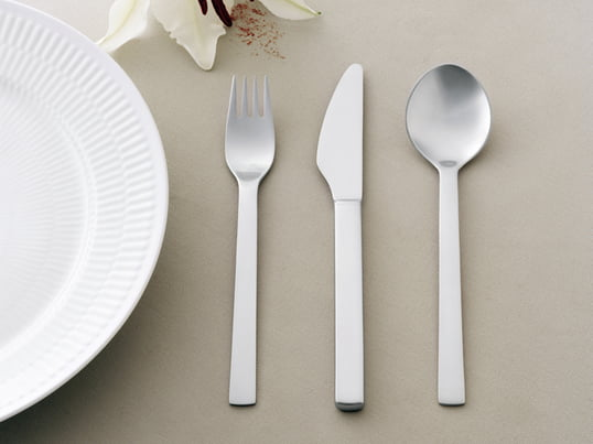 The New York Cutlery by Georg Jensen was designed in 1963 for the World Expo in New York. The clean lines and round shape is enchanting.