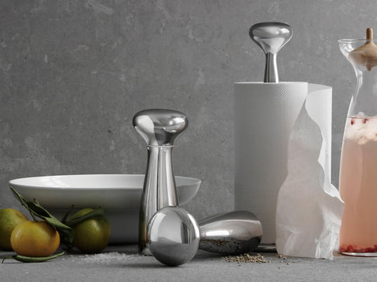 Georg Jensen – the Alfredo Collection, designed by Alfredo Häberli, with its paper towel holder or salt and pepper grinder, is a combination of functionality and visual elegance and an eye-catcher in your kitchen.