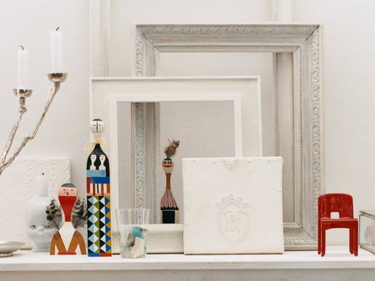 The Wooden Dolls by Vitra were originally designed for the personal use of designer Alexander Girard. With their different gestures they are half a decorative element, half toy.