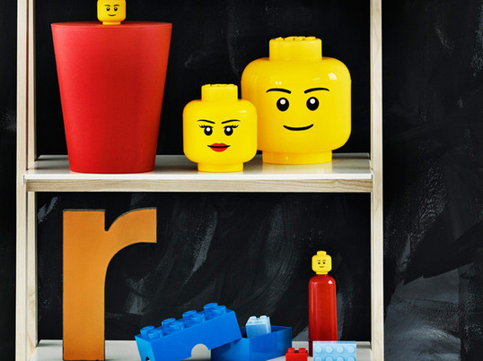 The Mini-Box 8 or Mini-Box 4 small storage boxes by Lego are ideal gifts for your children. They are stackable like its predecessor and are perfect for storing small memories.