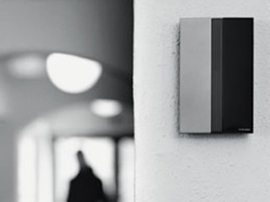 The Jacob Jensen doorbell represents world renowned designer's design to a tee. It consists of a doorbell and signal transmitter which can stand alone or be mounted at a wall.