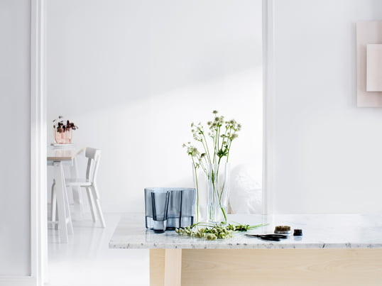 Iittala - The Alvar Aalto Savoy and Finlandia vases were created by the world-famous designer Alvar Aalto and impress with their soft, organic shape.