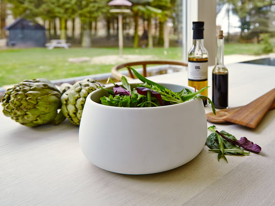 Multifunctional bowl to store, prepare and serve salads, snacks, fruits or vegetables. The bowl becomes an elegant salad bowl on the table, in which you can serve meals, as well as prepare them.