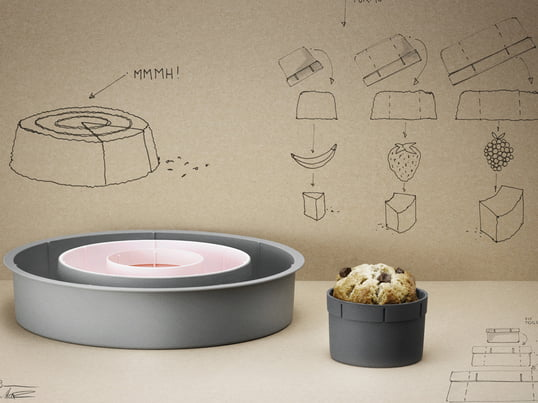 Rig-Tig by Stelton Baking Dish - available at Connox. The RIG-TIG baking dish includes three tins of different sizes, which practically fit inside of each other.