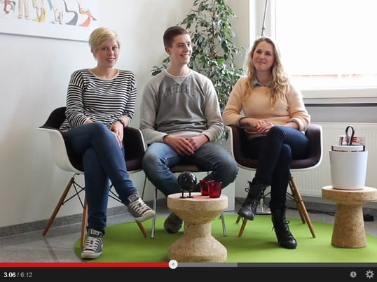 The trainees tell about their workday in the Connox online shop (in German).