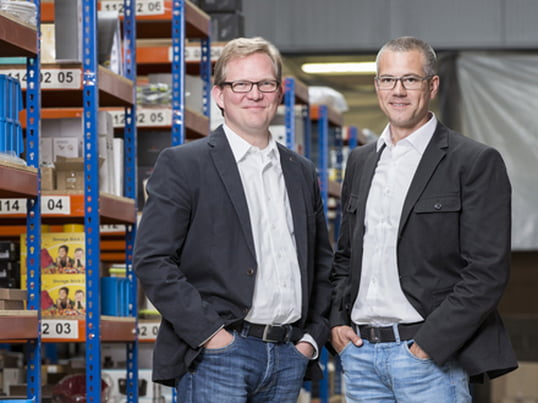Thilo Haas and Kristian Lenz launched the home design shop connox.de on the 1st of August of 2005. Starting in a former post office, having more than 12,000 products on a 2,400 sm stock today.