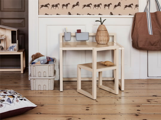 The children's table by de Breuyn from the debe.detail Collection is a very flexible table system that ideally adapts to your needs and space situation and grows with children.