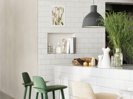 The Nerd Barstool made of wood and the Unfold Pendant Lamp coloured in grey are modern accessoires for the kitchen - designed by scandinavian designer Muuto.