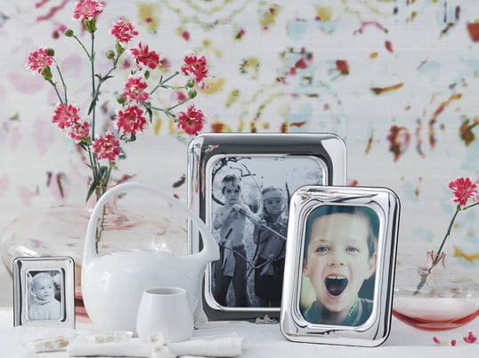 The Finesse picture frame by Rosenthal in an ambient setting. It is available in different sizes, so the right frame can be found for different photo formats.