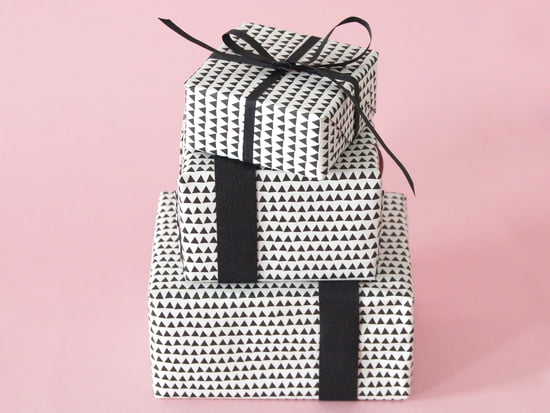 Minimalist design with the Shaking Through wrapping paper from Karte