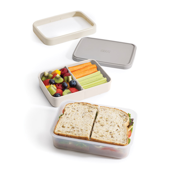 Lunch box with several compartments