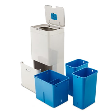 Recycling specialist with two removable buckets and a multi-purpose compartment