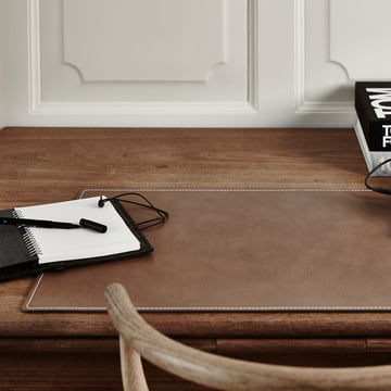 Elegant working mat made of recycled leather