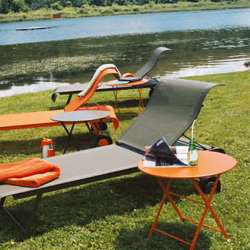 Pouce Table and Dune Sunbed by Fermob