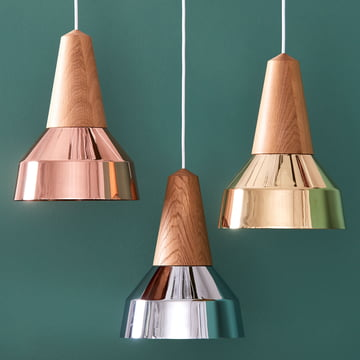 The Eikon Ray pendant luminaires by Schneid in oak / copper, oak / chrome and oak / brass