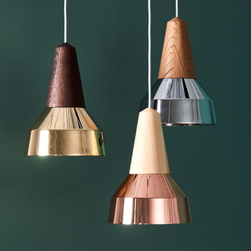 The Eikon Ray pendant luminaires by Schneid in ash/ copper, oak / chrome and smoked oak / brass