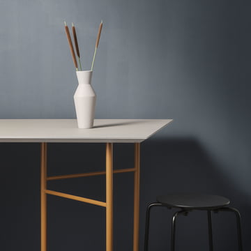 Mingle Table Top and Trestles with Sculpt Vase Corset