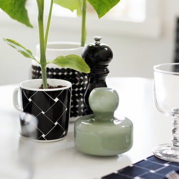 Flower Vase and Oiva Basket Mug
